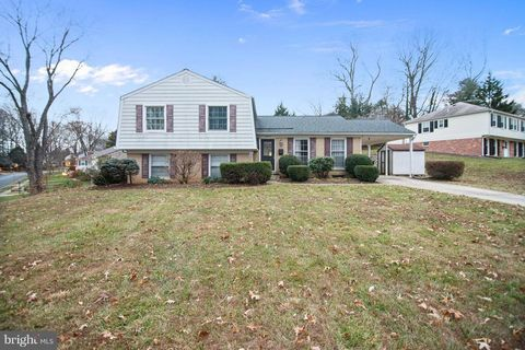 Photo of 8422 Stone Gate Dr, Annandale, VA 22003