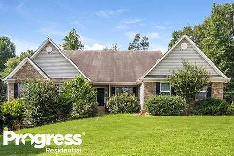 Photo of 44 Creek View Ct, Hoschton, GA 30548