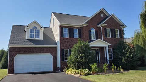 Photo of 9469 Crescent View Dr, Mechanicsville, VA 23116