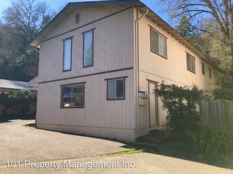 Photo of 151 Center St, Hopland, CA 95449