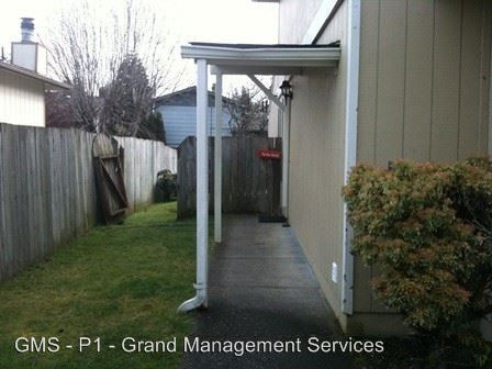 Photo of 3926 Edgewood Dr, North Bend, OR 97459