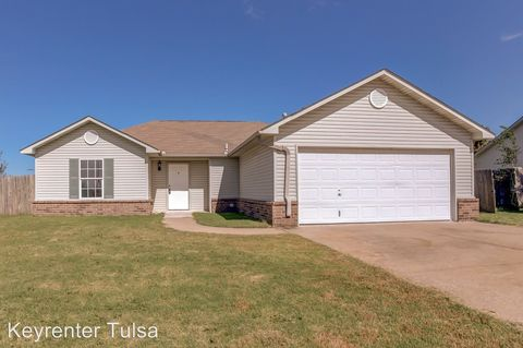 Photo of 207 Wofford Ferry Rd, Catoosa, OK 74015