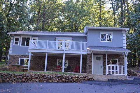 Photo of 30 Bridle Path Rd, Front Royal, VA 22630