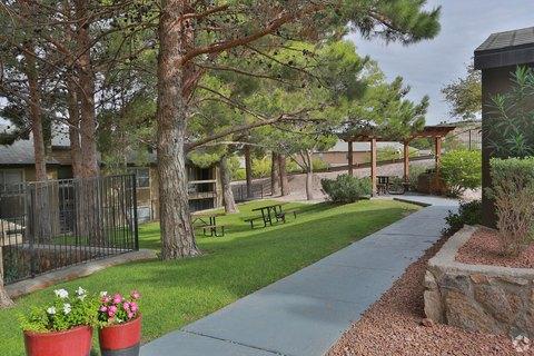 200 N Mesa Hills Dr, El Paso, TX 79912