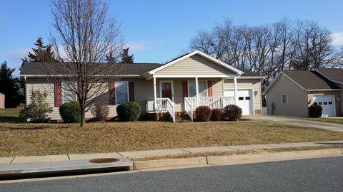 Photo of 1748 Park Lawn Dr, Harrisonburg, VA 22801