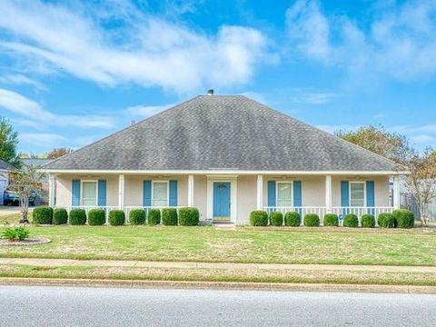 Photo of 161 Lake Forest Dr, Montgomery, AL 36117