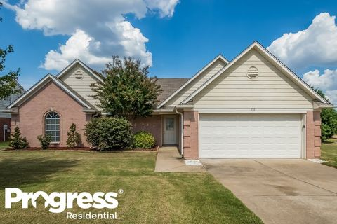 Photo of 810 Lakemont Dr, Southaven, MS 38672
