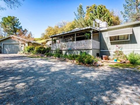 Photo of 14864 Marin Dr, Redding, CA 96003