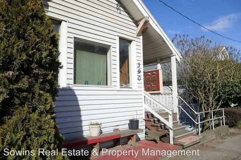 Photo of 386 And 400 W Marine Dr, Astoria, OR 97103