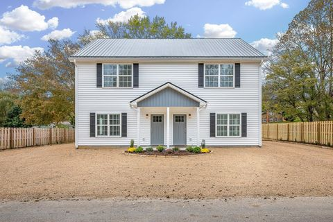 Photo of 10 Riddle Rd, Swannanoa, NC 28778