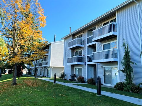 Photo of 4402 212th St Sw, Mountlake Terrace, WA 98043