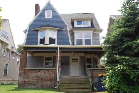 Photo of 1310 Wealthy St Se, Grand Rapids, MI 49506