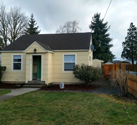 Photo of 211 S 7th St, Lebanon, OR 97355