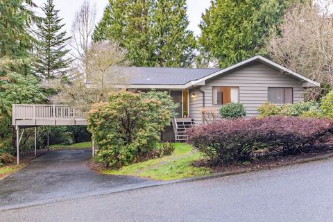 Photo of 11015 39th Ave Ne, Seattle, WA 98125