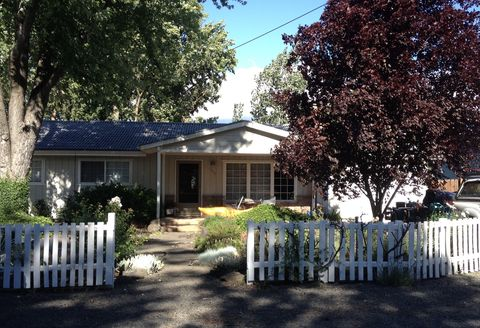 Photo of 1094 Barlynn St, Medford, OR 97501
