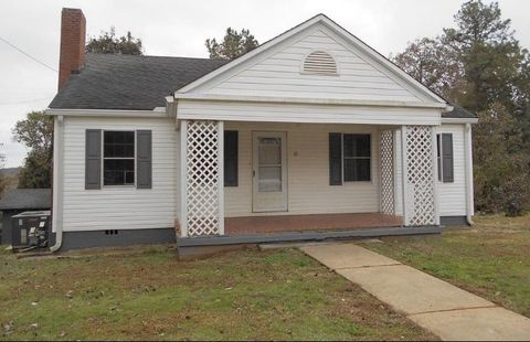 Photo of 33 Dairy St, Ware Shoals, SC 29692