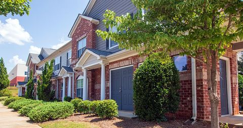 Photo of 1395 Towne Centre Village Dr, McDonough, GA 30253