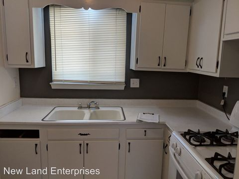 Photo of 2705 N Oakland Ave, Milwaukee, WI 53211