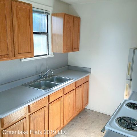 Photo of 7401 Linden Ave N, Seattle, WA 98103