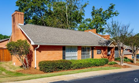 Photo of 410 Lake Forest Rd, Brandon, MS 39042