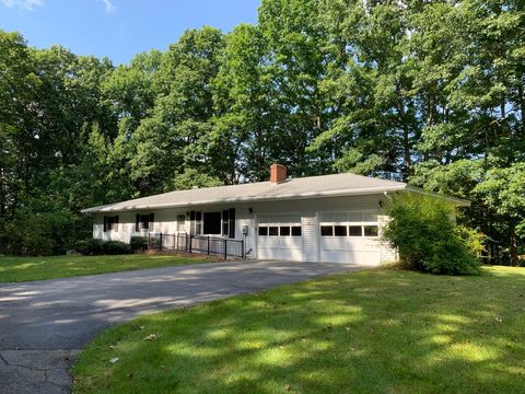 Photo of 28 High Rd, Lee, NH 03861