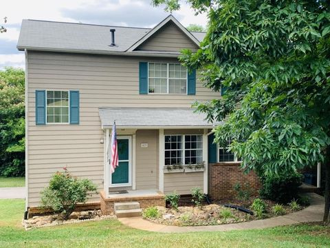 Photo of 823 Olde Pioneer Trl, Knoxville, TN 37923