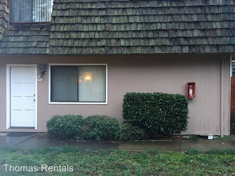 Photo of 903 Royal Ct, Medford, OR 97504