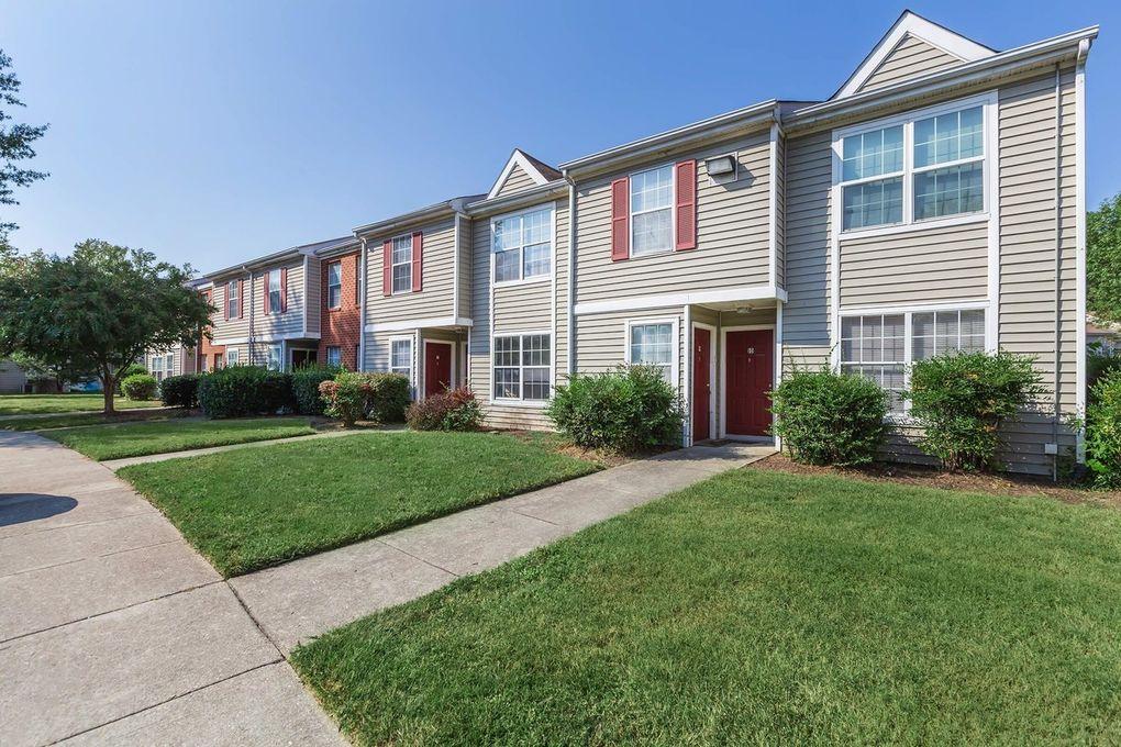 3100 Pinetree Dr, Petersburg, VA 23803