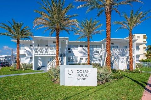 7780-7810 Tatum Waterway Dr, Miami Beach, FL 33141